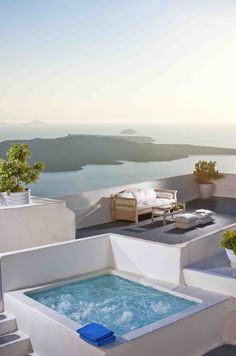 CLIFF SIDE SUITES SANTORINI  http://www.cliffside.gr