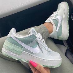 Cute Nike Shoes, Cute Sneakers, Nike Air Shoes, Girls Sneakers, Girls Shoes, Sneakers Fashion, Shoes Sneakers, Zapatillas Nike Air Force, Air Force One Shoes