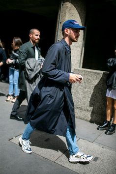 WWD went off the runways and onto the streets and sidewalks for the best street style looks from London Fashion Week Men's Spring Only Fashion, Look Fashion, Timeless Fashion, Men Street, Street Wear, Workwear Fashion, Mens Fashion, Cool Street Fashion, Street Style