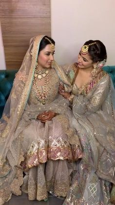 Pakistani Wedding Outfits, Indian Bridal Outfits, Indian Fashion Dresses, Pakistani Bridal Dresses, Indian Wedding Video, Wedding Videos, Indian Bridal Photos, Wedding Lehenga Designs, Bridal Lehenga Collection