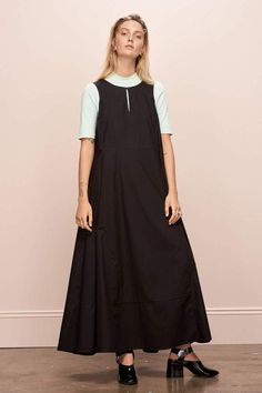 - Description Flared panel, sleeveless full length dress. - Full skirt - Side seam pockets - Self fabric belt - Italian made recycled hemp button front neck opening - 100% ethical organic cotton voile - Measurements XS S M L XL A 91 96 101 106 111 B 118 123 128 133 138 C 137.5 139 140.5 142 143.5 View size guide. A – Chest B – Waist C – Front Length from Shoulder All measurements are in centimetres (cm). Codie is 178cm/5'10 tall and is wearing an XS.