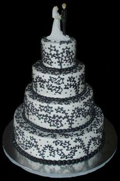 black and white wedding cake.. i do like the design on the cake.