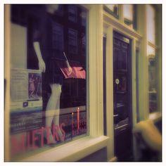 MIETERS. COFFEE. VINTAGE. Den Bosch is hip! Want naast allemaal leuke bio tentjes is Den Bosch ook een toffe Vintage coffee hotspot rijker.Mieters is eigenlijk een hippe vintage winkel, espressobar, cultureel podium en tentoonstellingsruimte in één.  Check it out: http://www.mytravelboektje.com/mieters-coffee-vintage/