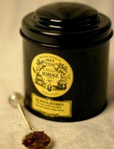 Mariage Frères : une maison de thé fondée à Paris en 1854 par Henri & Edouard Mariage et une marque de luxe dans le monde du thé. Mariage Frères propose « au comptoir » des thés en vrac ou en mousselines, des créations à base de thé et des objets du thé.    Dans leurs salons de thé-restaurants on propose une cuisine à base de thé, avec notamment des pâtisseries et des viennoiseries au thé.