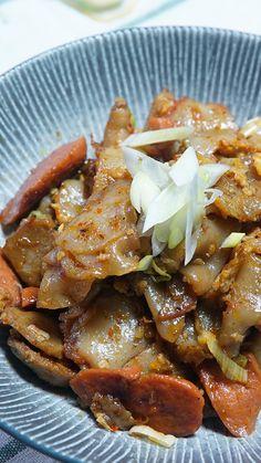 Seblak adalah makanan Khas Bandung yang terbuat dari kerupuk yang sudah lemas lalu dimasak bersama bumbu dan diberi tambahkan beberapa isian seperti ayam, bakso, ceker, dll.