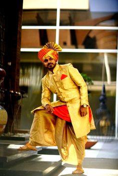 Marathi wedding poses _ marathi hochzeit posen _ pose de mariage marathi _ posturas de boda marathi _ wedding poses for bride. Indian Wedding Poses, Wedding Dresses Men Indian, Groom Wedding Dress, Indian Wedding Couple Photography, Indian Groom Dress, Bride Indian, Indian Bridal, Sherwani For Men Wedding, Sherwani Groom