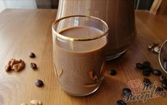 Karamelový likér s chutí irské whiskey, kávy a ořechů | NejRecept.cz Cocktails, Drinks, Baileys, Sangria, Whiskey, Mojito, Cheesecake, Food And Drink, Vodka