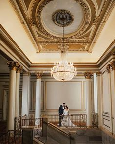 Looking for extraordinary wedding photo inspiration? Then you have to check out this gorgeous Vancouver Wedding with the bride in stunning wedding outfits. Desi Wedding Dresses, Sikh Wedding, Wedding Poses, Wedding Shoot, Wedding Decor, Destination Wedding, Wedding Venues, Fairmont Vancouver, Bride Sister