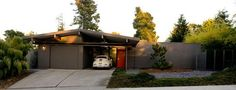Reconsidering the Ranch House — American Style Mid Century Ranch, Mid Century House, Decor Home Living Room, House Entrance, Modern Exterior, Mid Century Modern Design, House Layouts, Ranch Style, The Ranch