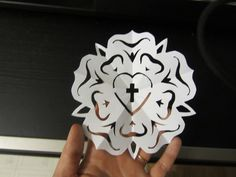 How to make a Luther rose paper snowflake cut-out! Luther Rose Snowflake for Reformation Day Sunday School Lesson Sunday School Lessons, Sunday School Crafts, Reformation Sunday, Martin Luther Reformation, Luther Rose, Rose Coloring Pages, Colouring, 5 Solas, Church Banners