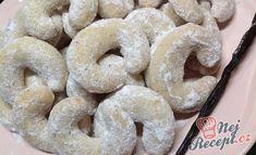 Vanilkové rohlíčky Christmas Candy, Christmas Cookies, Czech Recipes, Ethnic Recipes, Onion Rings, Bagel, Doughnut, Sweets, Bread