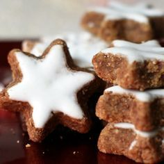 In Alsace, I discovered bredele. Good little biscuits scented with pure essence of Christmas! Discover this traditional and delicious recipe of cinnam. Xmas Cookies, Cake Cookies, Cookie Flavors, Cookie Recipes, Desserts With Biscuits, Biscuit Cookies, Christmas Cooking, Recipe Images, Fall Desserts