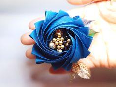 리본으로 만드는 꽃 에디로즈메쉬로 만들어본 °에디로즈°예요~ 패킷이 원래는 메쉬로 만들 예정이었어서 여...