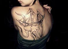 Modèle de tattoo bateau et pieuvre https://tattoo.egrafla.fr/2016/02/25/modeles-tatouage-bateau/