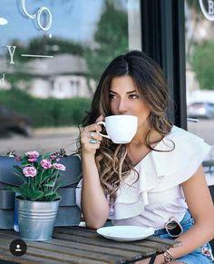 Coffee How Much Caffeine Product Coffee Girl, I Love Coffee, Hot Coffee, Sexy Coffee, People Drinking Coffee, Drinking Tea, Good Morning Coffee, Coffee Break, Coffee Shop Photography