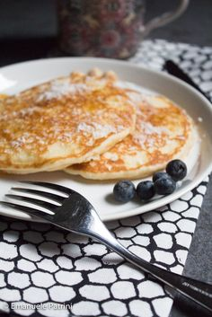 Pancake proteici al cocco ricetta Detox Recipes, Healthy Recipes, Keto Pancakes, Light Recipes, Vegan Gluten Free, Food Inspiration, Breakfast Recipes, Food And Drink, Favorite Recipes