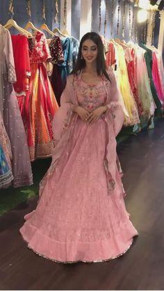 Party Wear Indian Dresses, Designer Party Wear Dresses, Indian Bridal Outfits, Indian Bridal Fashion, Dress Indian Style, Indian Fashion Dresses, Indian Designer Outfits, Beautiful Dress Designs, Stylish Dress Designs