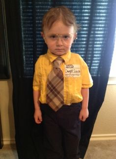 FACT: this is the best halloween costume. Oh my gosh I want lil Oz to be Dwight this next Halloween.
