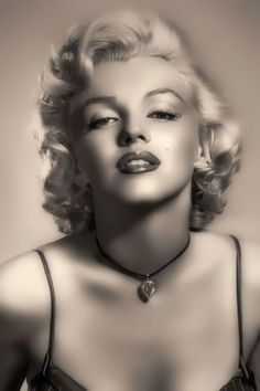 Marilyn Monroe is timeless sex symbol that, even after long time she still takes everyone's breath away. Her amazing smile, beautiful eyes and gorgeous Arte Marilyn Monroe, Marilyn Monroe Artwork, Marilyn Monroe Portrait, Gorgeous Body, Beautiful Eyes, Make A Girl Laugh, Norma Jeane, Iconic Women, Hollywood Actor