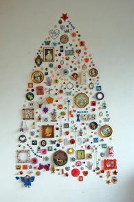Junk Christmas Tree Idea Gather up bits & pieces – buttons, badges, mini photo frames, bits of jewelry…. Next, draft out a faint outline of a Christmas tree onto your wall using a pencil or piece of chalk, then begin filling in the white space with your bric-a-brac, attaching each piece with a small picture pin or a ball of Blu-Tak. The effect is incredible, and totally unique – no one else will have a tree like yours!
