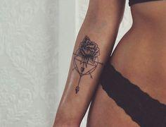 Mon style préféré au niveau de la combinaison fleur/compas. Il faudrait modifier…