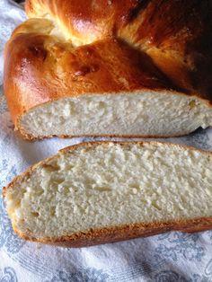 Brioche bread in spanish Bread Machine Recipes, Bread Recipes, Cooking Recipes, Food N, Food And Drink, Food For The Gods, Donuts, Argentina Food, Brioche Bread