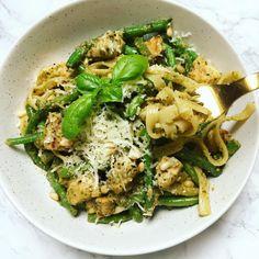 Små pandekagespyd til brunch bordet - Vanlose Blues Pesto Pasta, Pasta Recipes, Cooking Recipes, Japchae, Food Inspiration, Italian Recipes, Risotto, Menu, Chicken