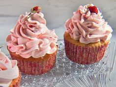 Watch Martha Stewart's Strawberry Cupcakes Video. Get more step-by-step instructions and how to's from Martha Stewart. Strawberry Cupcake Recipes, Strawberry Meringue, Martha Stewart Cupcakes, Martha Stewart Recipes, Raspberry Frosting, Strawberry Buttercream, Pink Frosting, Frosting Recipes, Dessert Recipes