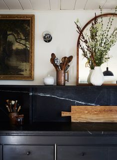 Home Decor Kitchen black marble kitchen countertop with floating shelf - via architectural digest - photo: Genevieve Garruppo.Home Decor Kitchen black marble kitchen countertop with floating shelf - via architectural digest - photo: Genevieve Garruppo Home Interior, Interior Design Kitchen, Kitchen Designs, Kitchen Ideas, Kitchen Layouts, Pantry Ideas, Interior Livingroom, Interior Modern, Modern Exterior