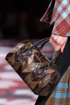 Pictures of the best fall 2020 designer bags at Milan Fashion Week. New Handbags, Fashion Handbags, Peter White, Best Bags, Ulla Johnson, My Bags, New York Fashion, Tory Burch, Fashion Show