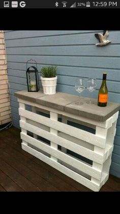 Relax Have a Cocktail with These DIY Outdoor Bar Ideas 2019 Backyard Bar. DIY and on a budget! The post Relax Have a Cocktail with These DIY Outdoor Bar Ideas 2019 appeared first on Backyard Diy. Diy Außenbar, Fun Diy, Pallet Exterior, Diy Outdoor Bar, Outdoor Buffet, Outdoor Patio Ideas On A Budget Diy, Backyard Makeover, Backyard Pallet Ideas, Indoor Outdoor