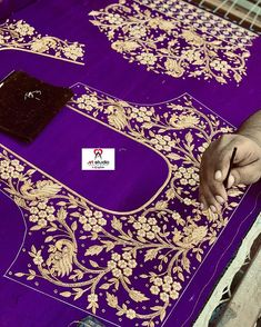 Wedding Saree Blouse Designs, Best Blouse Designs, Pattu Saree Blouse Designs, Simple Blouse Designs, Traditional Blouse Designs, Big Rangoli Designs, Embroidery Neck Designs, Embroidery Stitches, Maggam Work Designs