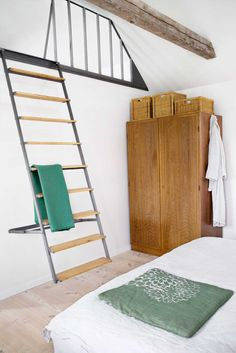 Ladder/collapsable stairs for loft.