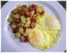 El 'hash' es un plato que usualmente se prepara de desayuno,   consiste de papas y algún tipo de carne y vegetales.     Éste en específic...