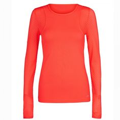Stay cool even after you're warmed up with this super breathable long-sleeved top.