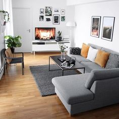 New Home Decor Ways To Decorate A minimalist living room grey couch only in times home design Bracel Living Room Colors, Living Room Grey, Room Decor Bedroom, Home Living Room, Apartment Living, Interior Design Living Room, Interior Decorating, Small Living Room Designs, Apartment Couch
