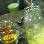Este remedio natural te permitirá reducir hasta un 1 cm de barriga por día. Adicionalmente, combatirá la retención de líquido. ¿Qué ingredientes necesitas? – 4 limones (El zumo) – 2 cm de jengibre fresco – 3 cucharadas de miel – 2 cucharadas de canela -1/4 taza de ag…