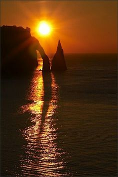 Etretat at sunset, Normandy, France Beautiful Sky, Beautiful World, Etretat France, Castles To Visit, Normandy France, Amazing Sunsets, Ancient Ruins, Amazing Pics, Japan Travel