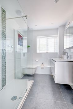 How-To-Make-A-Small-Bathroom-Look-Bigger2 How To Make A Small Bathroom Look Bigger - Tips and Ideas