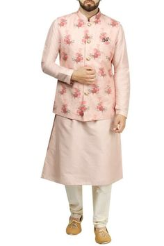peach colour qurta and waistcoat with floral design Mens Indian Wear, Mens Ethnic Wear, Indian Groom Wear, Engagement Dress For Groom, Wedding Outfits For Groom, Engagement Dresses, Wedding Dresses Men Indian, Wedding Dress Men, Wedding Men
