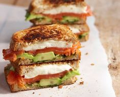 Avokado-mozzarella-lohileipä Foods To Eat, Desert Recipes, Mozzarella, Allrecipes, Food To Make, Sandwiches, Deserts, Food And Drink, Baking