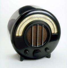 Cool vintage radio.