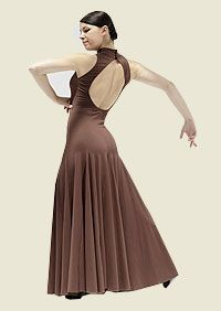 Vestido de baile flamenco sin mangas, con cuello, abertura en la espalda y falda con godet, cuñas de tejido que multiplican el vuelo. Disponible en rojo, negro, burdeos, marrón chocolate, violeta, azul turquesa y azul marino. 92% Poliamida Meryl 8% Lycra