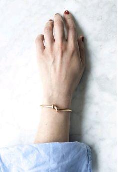The Shiny Squirrel thin gold knot bracelet. Dainty Jewelry, Jewelry Accessories, Fashion Accessories, Fine Jewelry, Fashion Jewelry, Jewelry Design, Gold Jewelry, Hippie Jewelry, Tribal Jewelry