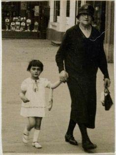 Margot Frank with her grandmother,Rosa Hollander.