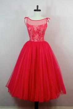 Vtg Emma Domb Rhinestone Illusion PINK Party Dress Lace This is the most adorable dress! Vintage Fashion 1950s, Vintage Inspired Fashion, Vintage Wear, Retro Fashion, Gq Fashion, Vintage Party, Vintage Style Dresses, Vintage Outfits, Vintage Clothing