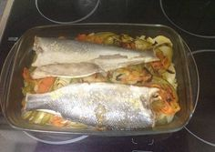 Lubina al horno con patatas Good Mood, Fish Recipes, Tapas, Food And Drink, Mexican, Chicken, Meat, Cooking, Healthy