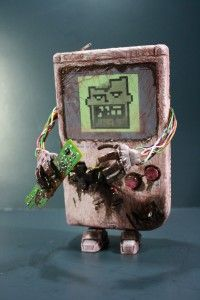 justinrampage: If you miss your old school original Game Boy, have no fear. Donald Kennedy has the power to bring it back from the dead! See more shots of his custom battery hungry Zombie Game Boy. Game Boy, Bioshock, Nintendo 3ds, Wii U, Skyrim, Geeks, Deco Gamer, Custom Zombies, Mundo Dos Games