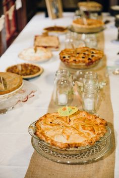 Wedding pies for dessert! Perfect for a fall wedding... Image: Oldani Photography