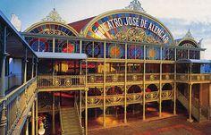 Teatro José de Alencar - Fortaleza- CE Apresenta arquitetura eclética, sala de espetáculo em estilo art nouveau, auditório de 120 lugares, foyer, espaço cênico a céu aberto e o prédio anexo, com dois mil metros quadrados, que sedia o Centro de Artes Cênicas.